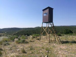 torreta de caza con caseta